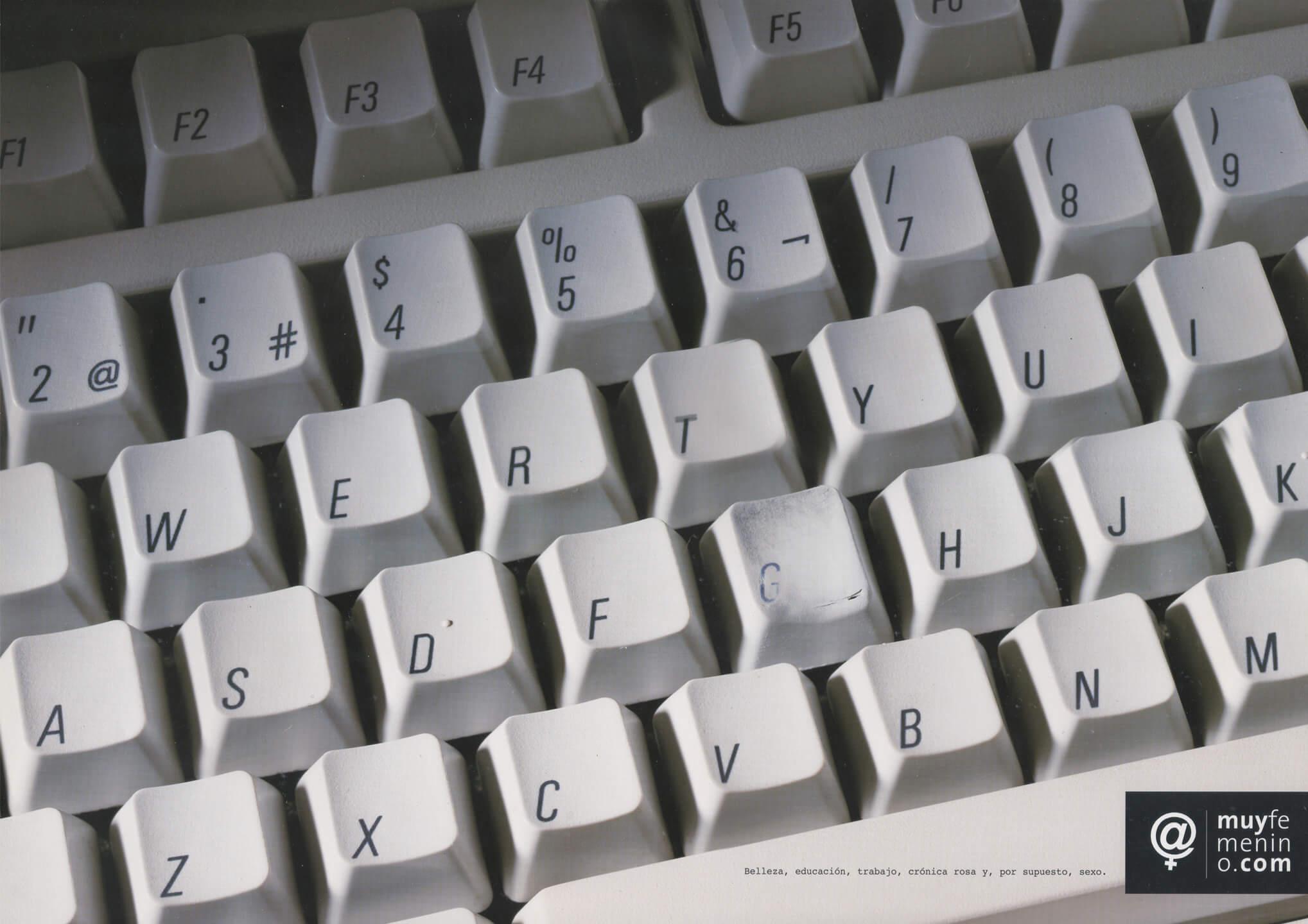 001-muyfemenino-teclado-beso